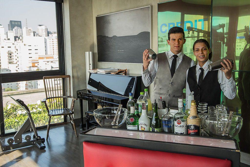 Como pagar pelo serviço de bartender?