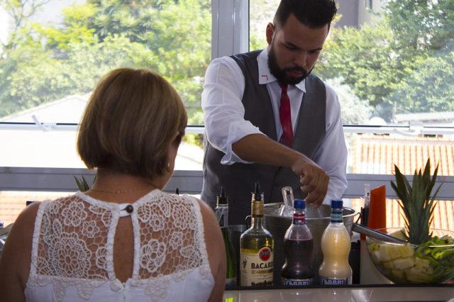 Tudo que você precisa saber antes de contratar o serviço de bartender