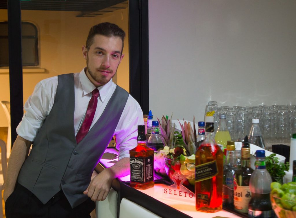 Conceito do serviço de bartender